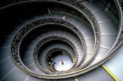 20110504175416-escalera-espiral-vaticano.jpg