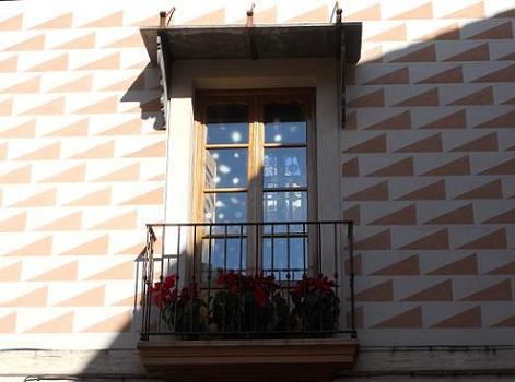 20120119174849-triangulos-en-la-fachada..jpg