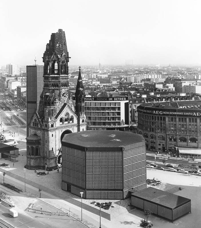 acidadebranca:  Black & White Architectural Photo [36] 50's & 60's architecture Berlin | Friedenskirche source
