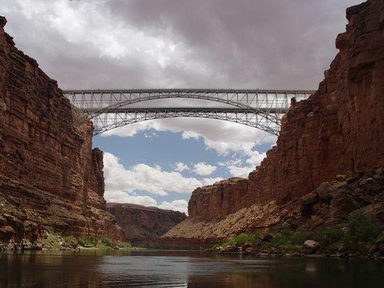 Puente río colorado