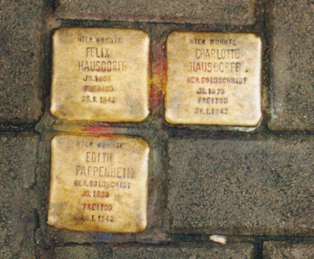 Piedras de tropiezo a la memoria de Félix Hausdorff / pavimentación de piedra que conmemora a Felix Hausdorff