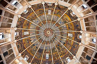 Techo pintado del baptisterio de Parma