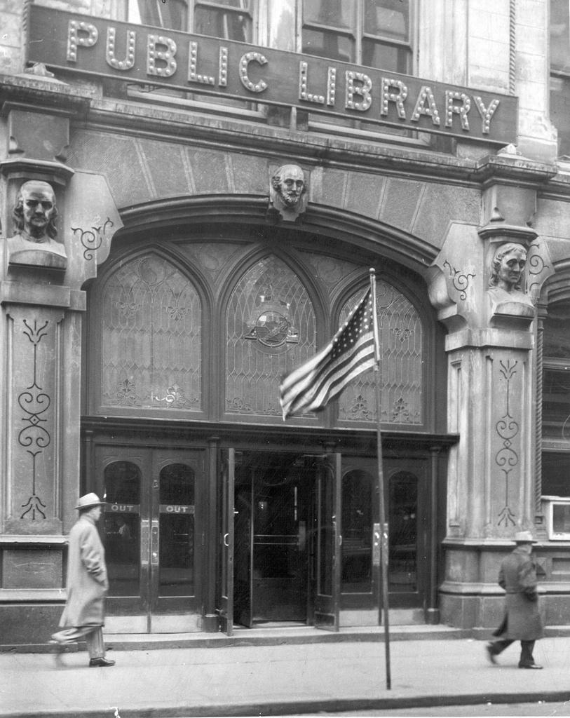 Entrada principal de la biblioteca.