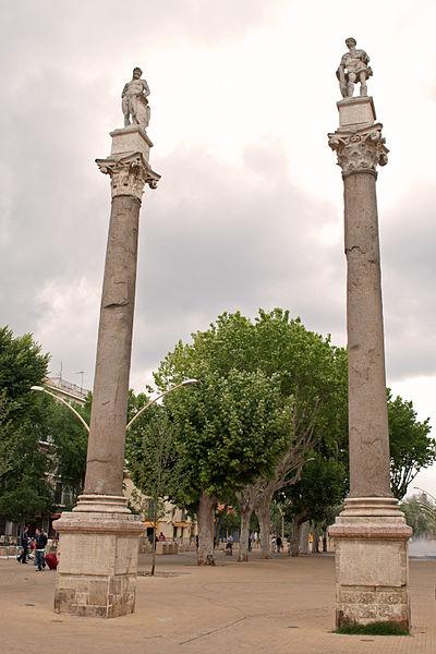File:Columnas de Hércules (Alameda Hércules) Sevilla.jpg